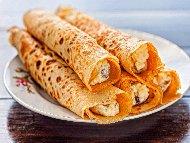 Солени палачинки с пълнеж от гъби, кренвирши и синьо сирене